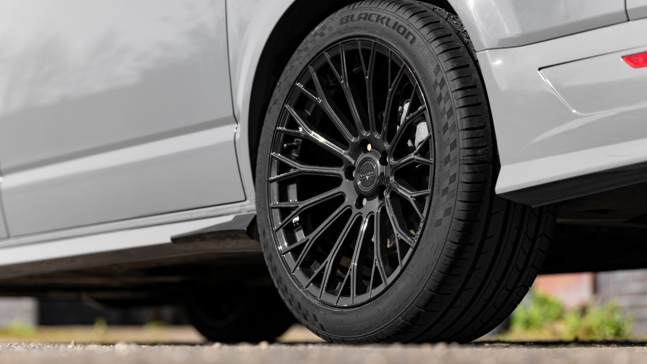 Velare Wheels VLR11 Diamond Black VW Transporter T6 1 Rear Wheel